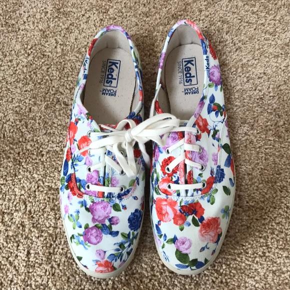 Keds SZ 8, floral lace up canvas sneakers .